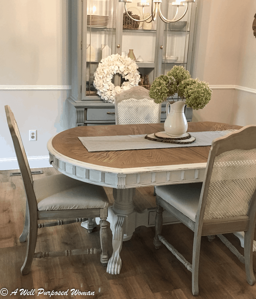 Choosing Dining Room Chair Slipcovers: 4 Farmhouse Styles